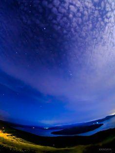 KAGAYA @KAGAYA_11949  3日3日前 過去3年分の七夕の日の星空写真です。 2013年7月7日、北海道網走市の麦畑にて。 2014年7月7日、北海道美幌峠で屈斜路湖を眼下に。 2015年7月7日、北海道苫小牧市のウトナイ湖にて。  今年も天の川撮れるといいな。