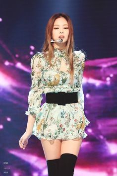 BLACKPINK is known for their fabulous outfits, but their stylists outdid themselves for this stage, with even other fansites noticing how perfect they were. Kim Jennie, Jenny Kim, Moda Kpop, Blackpink Outfits, Stage Outfits, Dance Outfits, Trendy Outfits, Blackpink Fashion, Korean Fashion