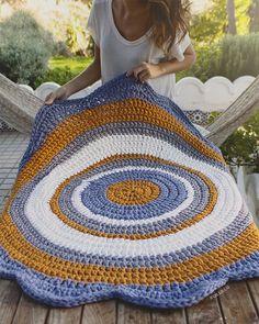 17 trendy Ideas for crochet rug patterns t shirt yarn granny squares Crochet Rug Patterns, Crochet Mandala, Crochet Doilies, Crochet Baby, Knit Crochet, Knit Rug, Crochet Carpet, Crochet T Shirts, Crochet Home Decor