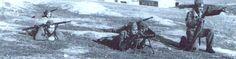 Soldados Españoles en una práctica de combate a mediados de 1950, uno de ellos utiliza un mortero Valero modelo 42 en tiro tenso. https://aquellasarmasdeguerra.files.wordpress.com/2013/08/mortero-valero-modelo-42-ac3b1os-50.png