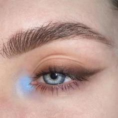Makeup Trends, Makeup Inspo, Makeup Inspiration, Makeup Ideas, Makeup Tutorials, Bold Eye Makeup, Eye Makeup Art, Skin Makeup, Blue Makeup