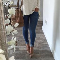 American Eagle Skinny Jeans with Stretch Jeans are a size 4L and have stretch to them. They are skinny style and have been worn twice. They are slightly distressed on the back pockets due to their style. American Eagle Outfitters Jeans Skinny