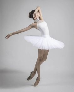 Modern-day dancewear and an incredible leotards, swing, valve and ballet shoes, hip-hop attire, lyricaldresses. Dance Photography Poses, Dance Poses, Ballet Pictures, Dance Pictures, Dance Outfits, Dance Dresses, Boris Vallejo, Contemporary Dance Costumes, Ballet Clothes