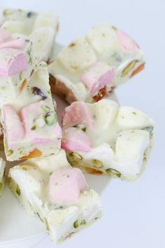 A deliciously simple 4 ingredient White Chocolate Rocky Road recipe made with marshmallows, turkish delight and pistachios. White Chocolate Rocky Road, Delicious Desserts, Yummy Food, Australian Food, Party Finger Foods, Lunch Box Recipes, Valentines Day Treats, Gluten Free Chocolate, Turkish Delight