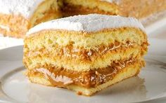 Bolo bem casado é aquele bolo que todo mundo precisa comer um dia! Ele é diferente de todos os que já provou. Na sua massa a farinha é substituída por fécu