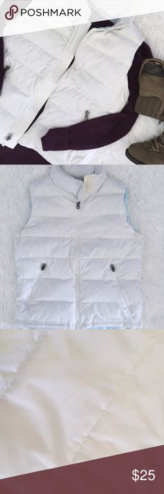 AE • white puffer vest •American Eagle •Reposh - too big for me •White puffer with baby blue liner •there's some fur showing in some parts of vest as seen in last photo. •Size: small  •Please see all pics, read description, and ask questions before purchasing   •No Trades• •15% off 2+ Bundle• American Eagle Outfitters Jackets & Coats Puffers