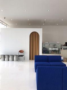 New design interior shop boutiques Ideas Fashion Retail Interior, Cafe Interior, Best Interior, Interior Design Institute, Boutique Interior Design, Neoclassical Interior, Retail Store Design, Retail Stores, Decoration Design