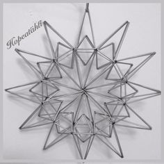 Straw Art, Beaded Christmas Ornaments, Golden Star, Silver Stars, Metallica, Diy, Crafts, Heavens, Manualidades