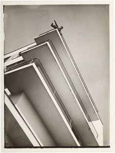 "Exhibition: 'Shape of Light: 100 Years of Photography and Abstract Art' at Tate Modern, London. ""An interesting premise."" Photo: László Moholy-Nagy 'Xanti Schawinsky on the balcony of the Bauhaus' 1929 Bauhaus Interior, Laszlo Moholy Nagy, Walter Gropius, International Style, Wassily Kandinsky, Art And Architecture, Minimalist Architecture, Residential Architecture, Balcony"