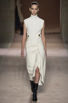 Knitted high collar top. Interesting contructive solution. Victoria Beckham Fall/Winter 2015-2016 Fashion Show