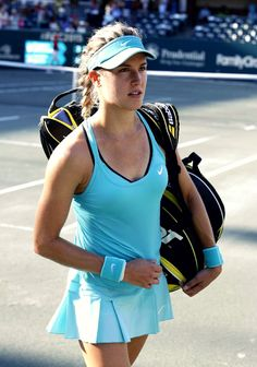 There are several things that you need to be well aware of as you consider how you are playing tennis. The body is susceptible to so many different potential injuries in the process of playing tennis that it is very important to be ca Mode Tennis, Sport Tennis, Play Tennis, Tennis Wear, Tennis Fashion, Sport Fashion, Eugene Bouchard, Foto Sport, Tennis World