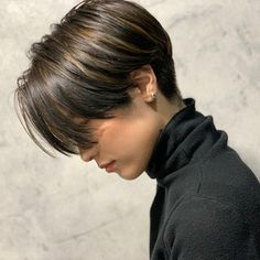 Short Hair Tomboy, Girl Short Hair, Short Hair Cuts, Undercut Hairstyles Women, Tomboy Hairstyles, Cool Hairstyles, Shot Hair Styles, Long Hair Styles, Korean Short Hair