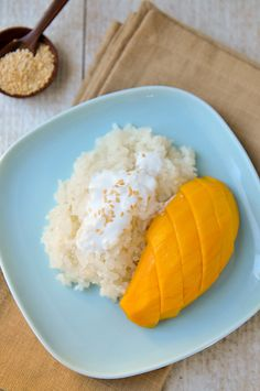 knew Thailand's most popular dessert was so easy to make? A simple recipe for Mango Sticky RiceWho knew Thailand's most popular dessert was so easy to make? A simple recipe for Mango Sticky Rice Asian Desserts, Asian Recipes, Healthy Recipes, Most Popular Desserts, Mango Sticky Rice, Cooked Carrots, Yummy Food, Tasty, How Sweet Eats