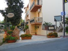 L'Hotel è situato in zona centrale a circa 250 metri dalla spiaggia
