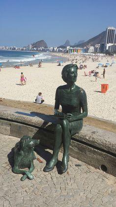 Estátua de Clarice Lispector - Praia do Leme - Rio de Janeiro - Foto: Marília Vidigal Carneiro.