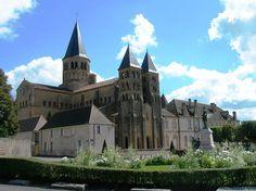 Basilique du Sacré-Cœur de Paray-le-Monial, Bourgogne (XIIe - XIVe siècle). Style : roman.