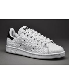 Adidas Stan Smith Core Noir Blanche Simple color but did not lose elegance,  it is