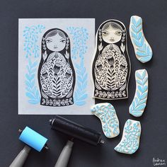 Andrea Lauren : Russian Doll She hand draws the illustrations then hand-carves them on natural wood which are then block printed to design silkscreen art print in water-based block printing inks. Stamp Printing, Printing On Fabric, Screen Printing, Eraser Stamp, Stamp Carving, Handmade Stamps, Linoprint, Linocut Prints, Art Plastique