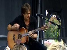 Who needs a band. Just give Keith Urban a guitar and you've got yourself an amazing show.