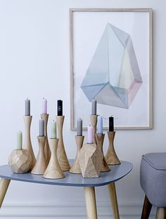 Facetted wooden candle holders with pastel candles from the collection of Bloomingville in Denmark, for winter The facets are repeated in the wall decoration. Deco Pastel, Wooden Candle Holders, Candlestick Holders, Wooden Textures, Deco Design, Modern House Design, Home Modern, Modern Interior, Wood Turning