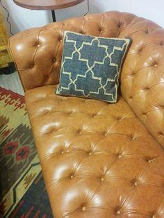 Sofá Chester de cuero 100% genuido de Uruguay. A medida. En gran variedad de colores. Novedad en Ünik Vintage Furiture