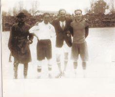 EL VALENCIA DE EDUARDO CUBELLS: En 5 de marzo de 1923 esta es una vuelta de Valencia S. F. En el campeonato de España, jugando contra el Sporting de Gijón, al que venció por un gol a cero. En la fotografía, los dos capitanes, Cubells y Meana, con el arbitro del encuentro, señor Lecrerq.