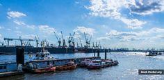 Der Hamburger Hafen  lässt sich am besten zu Wasser erkunden