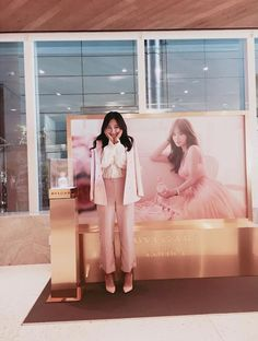 SNSD Yuri greets fans from SM Cafe ~ Wonderful Generation