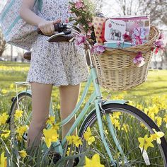 Don't let the weather forecast bring you down. Your weekend still deserves to be filled with picnics, bike rides and flowers. It's national picnic week after all!