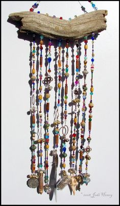 wind chimes from driftwood & beads Beach Crafts, Fun Crafts, Arts And Crafts, Driftwood Projects, Driftwood Art, Driftwood Mobile, Diy Projects To Try, Craft Projects, Diy Wind Chimes