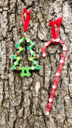 Perfect gift for the cyclist, or mountain biker in your life. Made out of bike chain Yard Ornaments, Diy Christmas Ornaments, Christmas Crafts, Christmas Decorations, Metal Art Projects, Wooden Projects, Wood Crafts, Bicycle Parts Art, Bicycle Art