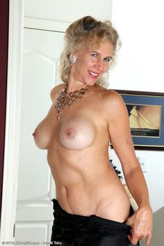 half naked sexey photo in sri lanka