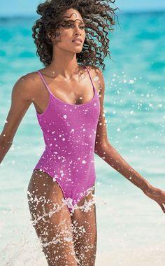 c73d93de3f Cindy Bruna et Barbara Palvin, égéries sublimes pour la campagne maillot de bain  Calzedonia