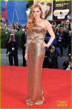 Amy Adams looks gorgeous in a gold down while walking the red carpet at the Nocturnal Animals premiere during the 2016 Venice Film Festival on Friday (September 2) at Sala Grande in Venice, Italy.  The 42-year-old Oscar-nominated actress was joined at the premiere by her fiance Darren Le Gallo, as well as co-stars Jake Gyllenhaal and Aaron Taylor-Johnson (with his wife Sam).    Read more: http://www.justjared.com/tags/2016-venice-film-festival/#ixzz4J8iIz3mjFestival Premiere!