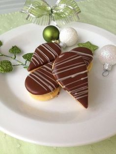 Kofilové slzičky Italian Cookie Recipes, Baking Recipes, Small Desserts, Just Desserts, Christmas Sweets, Christmas Baking, Fruit Platter Designs, Eid Food, Decoration Patisserie
