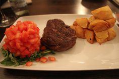 Muschi de vita cu cartofi aurii Beef, Restaurant, Chicken, Pork, Meat, Diner Restaurant, Ox, Restaurants, Ground Beef