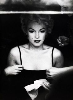 Marilyn Monroe photographed by Sam Shaw, 1954.