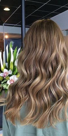 Beige brunette, bronde, light light brunette, whatever you want to call it – the shade is perfect. Color by Sheree Knobel.