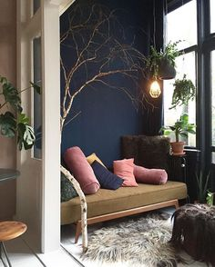 15 Best Decor Ideas For Your Small Living Room Apartment – Room Design Living Room Interior, Home Interior Design, Living Room Decor, Dark Walls Living Room, Small Room Interior, Small Room Decor, Interior Ideas, Interior Inspiration, Small Living Rooms