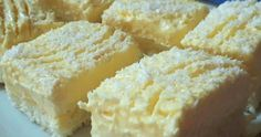 Milujete Vy a Vaše deti kupované guľôčky Raffaello z obchodu? Ak áno, nemusíte platiť tie veľké peniaze a môžete si priamo upiecť domácu Raffaello tortu [...] Krispie Treats, Rice Krispies, Sweet And Salty, Cornbread, Cheesecake, Food And Drink, Dessert Recipes, Tiramisu, Baking