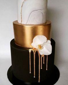 @somethingbluecake#party #weddingparty #TagsForLikes #celebration #bride #groom #bridesmaids #happy #happiness #unforgettable #love #forever #weddingdress #weddinggown #weddingcake #family #smiles #together #ceremony #romance #marriage #weddingday #flowers #celebrate #instawed #instawedding #party #congrats #congratulations#MsW