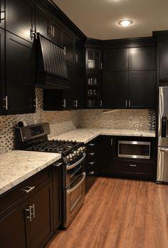 20+ Dark And Elegant Kitchen Decoration Ideas #eweddingmag #HomeDecorationIdeas #HomeDesign #kitchendesignideas