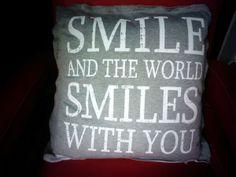 Un precioso cojin, que podrás encontrar en nuestro establecimiento, con una frase MOTIVADORA Vicars, Sentences, Throw Pillows, Places, Interior, Quotes, Ideas, Motivational Quotes, Toss Pillows