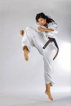 Stanislava Boycheva - World Kyokushin Karate Champion Master Self-Defense to Protect Yourself Kyokushin Karate, Karate Shotokan, Taekwondo, Female Martial Artists, Martial Arts Women, Judo, Foto Sport, Fighting Poses, Karate Girl