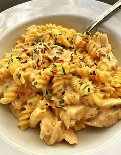 Chicken Parmesan Pasta, Garlic Pasta, Chicken Pasta Recipes, Crockpot Recipes Pasta, Chicken Pasta Easy, Good Pasta Recipes, Crock Pot Pasta, Easy Crock Pot Meals, Crock Pot Chicken