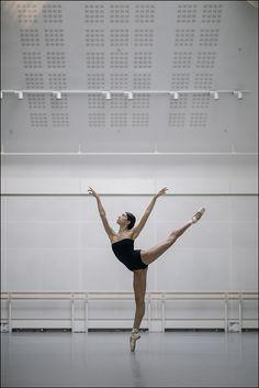 Ballet Images, Ballet Photos, Gymnastics Flexibility, Ballet Dance Photography, Paris Opera Ballet, Ballerina Project, Dance It Out, Misty Copeland, Dance Poses