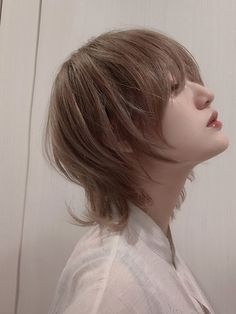 Hair Color Streaks, Hair Highlights, Hair Inspo, Hair Inspiration, Medium Hair Styles, Curly Hair Styles, Edgy Short Hair, Girl Short Hair, Mullet Hairstyle