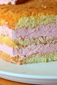 Liivatteeton mansikka-lime-valkosuklaatäyte - Suklaapossu Baking Recipes, Cake Recipes, Dessert Recipes, Desserts, Different Cakes, Coconut Macaroons, Sweet Pastries, Pastry Cake, Sweet And Salty