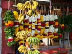 offering hindu | Hindu offerings of fruit and flowers. Malaysia