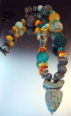 Glass and beaded bead necklace.